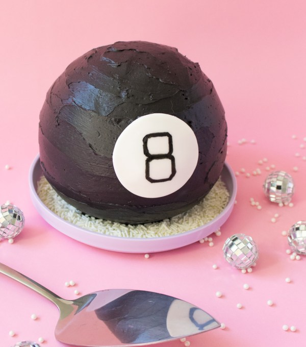 Magic 8 Ball Cake | Club Crafted