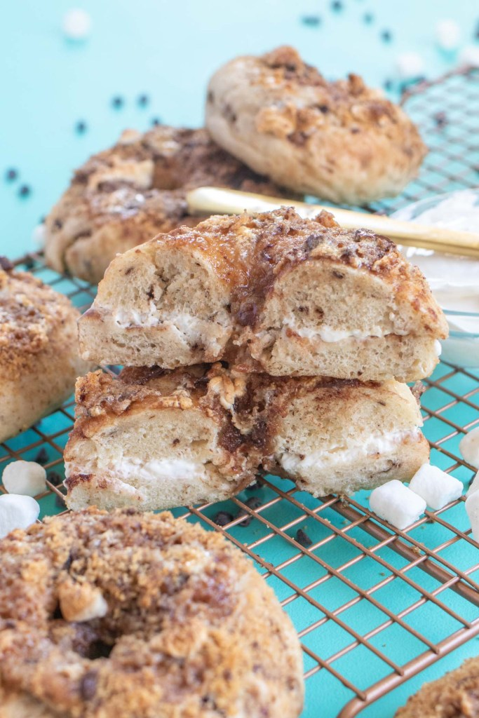 Homemade S'mores Bagels // Make a batch of sweet, buttery smores bagels with a yeast bagel base, chocolate chunks and a gooey marshmallow graham cracker topping! These are the perfect sweet breakfast treat for kids and adults! #bagels #yeastdough #breadrecipes #recipes #breakfast #smores #breakfastrecipes #brunchrecipes