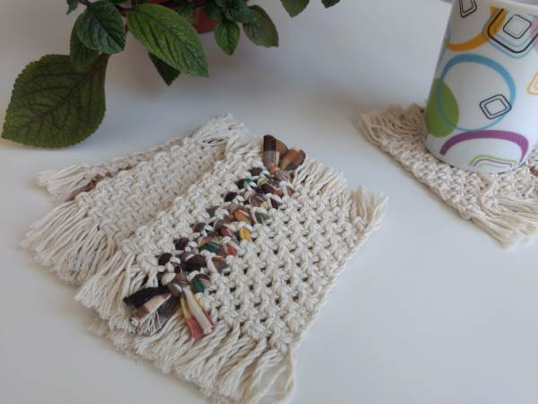 Set de Posavasos cuadrados en macrame tejidos con tela y algodón