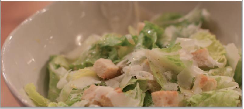 Salada Caesar com Camarão Marinado