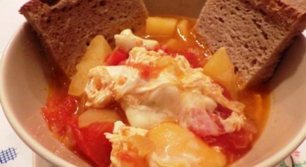 Sopa de tomate alentejana