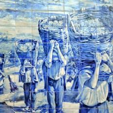 vindimas no douro - painel azulejos na estação do pocinho