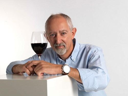 """A prova """"Os Bairrada que fizeram história - 1985 a 2011"""" vai ser comentada pelo crítico e director da Revista de Vinhos, Luís Ramos Lopes, que selecionou um conjunto de vinhos raros e grandiosos, como os brancos 'Frei João 1988' e 'Campolargo 2011' (distinguido recentemente como o melhor branco no International Wine Challenge), ou os tintos 'Sidónio de Sousa 1985', 'Casa de Saima Garrafeira 1990', 'Quinta das Bágeiras Garrafeira 1995' e 'Quinta do Ribeirinho Pé Franco 2011', entre muitos outros de idêntico gabarito. Uma mostra de vinhos complexos – declaradamente com perfil fresco, equilibrado e elegante – e muito prazerosos, sobretudo à mesa, onde revelam elevado potencial gastronómico."""