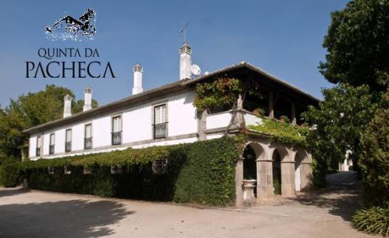 A Quinta da Pacheca, uma das mais conhecidas propriedades do Douro, destaca-se pelo facto de ter sido das primeiras a engarrafar vinhos com sua própria marca.