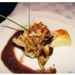 Guisado de cogumelos silvestres, xerém gratinado, perfume de limão - Chefe Augusto Lima