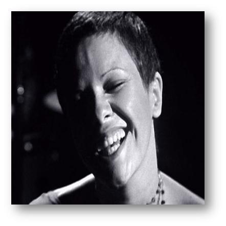 ELIS REGINA Ilda Caldeira deixou os vinhos de lado e sugeriu uma aguardente para a irreverente Elis Regina - a aguardente XO DOC Lourinhã da ACL. Partilham a beleza, a complexidade e a persistência que só a qualidade pode dar, assim como a relutância resultante de uma agressividade inicial no primeiro contacto, mas que se esbate perante a riqueza de que se desfruta a seguir. Recorde-se que Elis afirmou, em 1969, que o Brasil era governado por 'gorilas', participando em vários movimentos de renovação política brasileira, sendo que foi a popularidade junto do povo que a manteve fora da prisão.