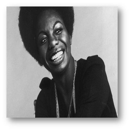 NINA SIMONE Cantora americana, compositora, pianista e ativista dos Direitos Humanos, Nina Simone sempre tentou que as suas músicas transmitissem uma mensagem, tal como os seus concertos ao vivo, tendo mesmo discursado na famosa marcha de Selma, pelos Direitos da Comunidade Negra. A associação das canções de Nina Simone com o vinho transmite uma mensagem de elegância, tal como o vinho tinto da colheita de 2012 da Marca Peripécia - para saborear e acompanhar a evolução da prova do vinho no copo, tal como as melodias que nos embalam o espírito e nos transmitem algo.