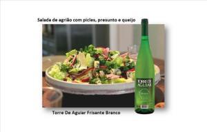 Salada de agrião com picles, presunto e queijo