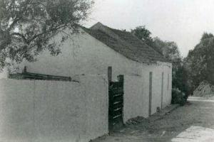 As casas eram térreas… ...e humildes