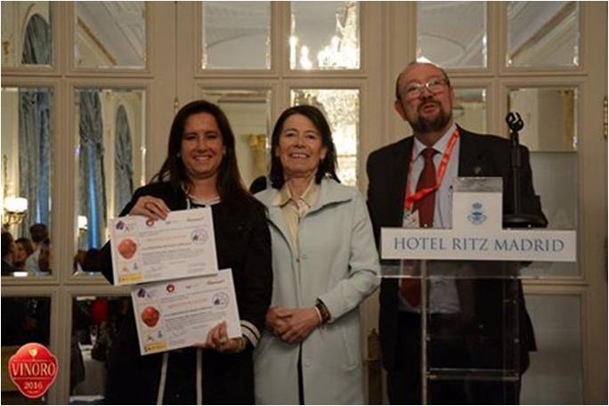 entrega de prémios no evento Vino Y Mujer 2016