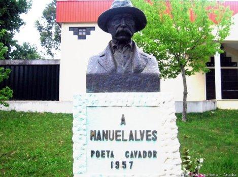 monumento-ao-poeta-cavador-2