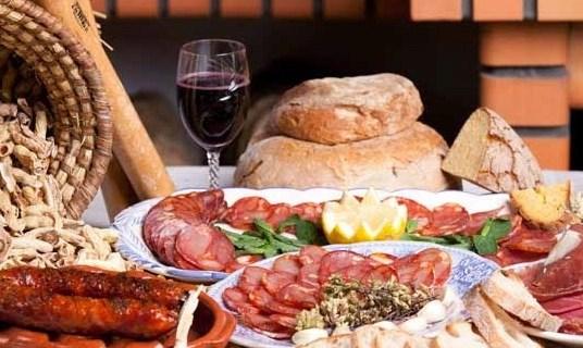Sugestão de Domingo com bons vinhos portugueses e gastronomia transmontana