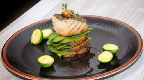 Bacalhau Confitado com Batata-Doce e Vegetais