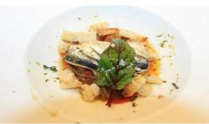 bruschettas-de-sardinha-em-refogado-de-pimentos-e-cebola