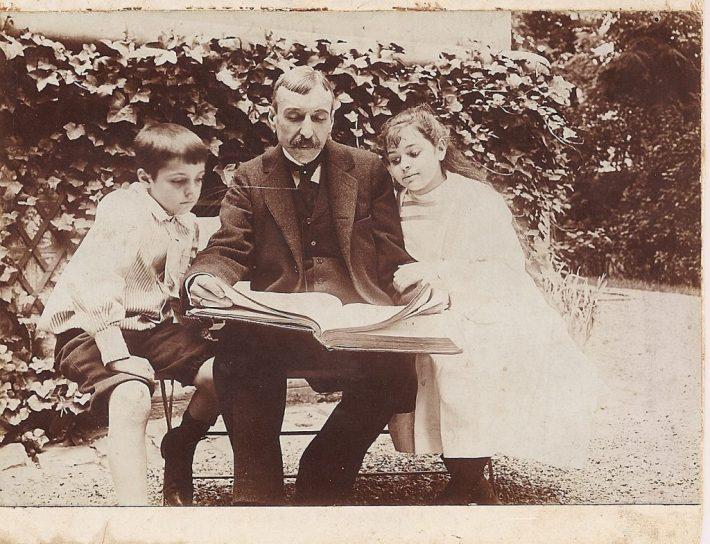 O Escritor com os dois filhos mais velhos
