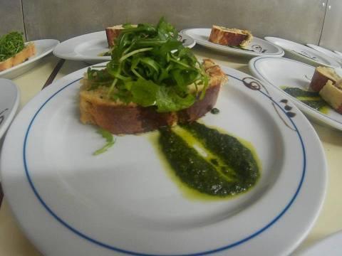 torta-de-bacalhau-pesto-de-tomate-seco-canonigos