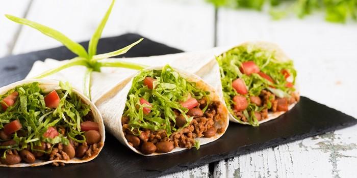Tortilhas mexicanas recheadas com carne