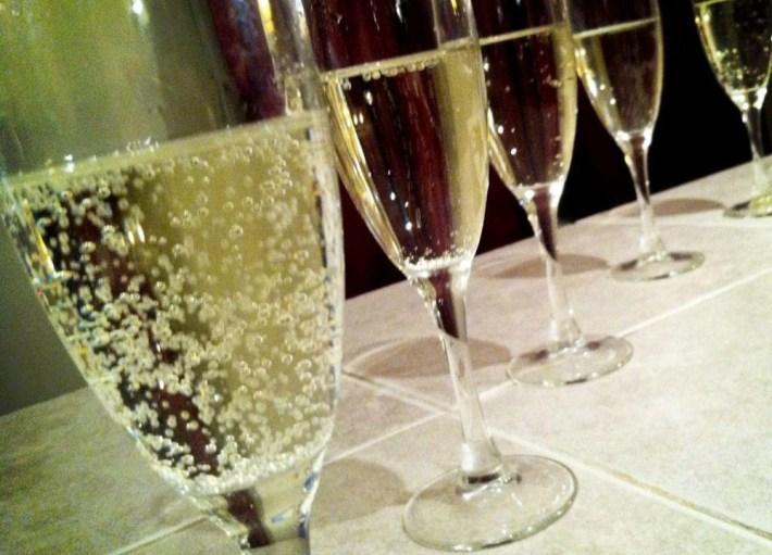 moscato-in-flute-glasses-1