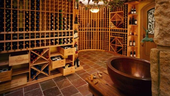 Guarda de vinhos em adega sem Luz solar.