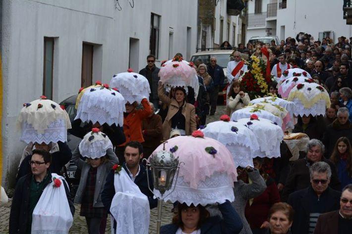 Tradicional procissão das festa das papas de carolo