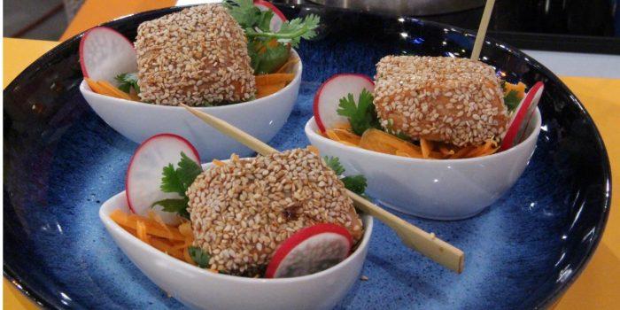 Cubos de salmão crocantes com sésamo