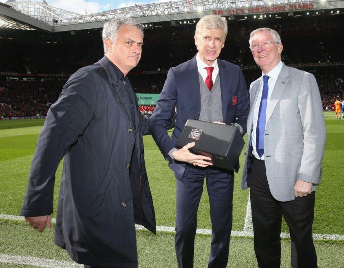 Uma oferta muito especial de Sir Alex Ferguson para Arséne Wenger.