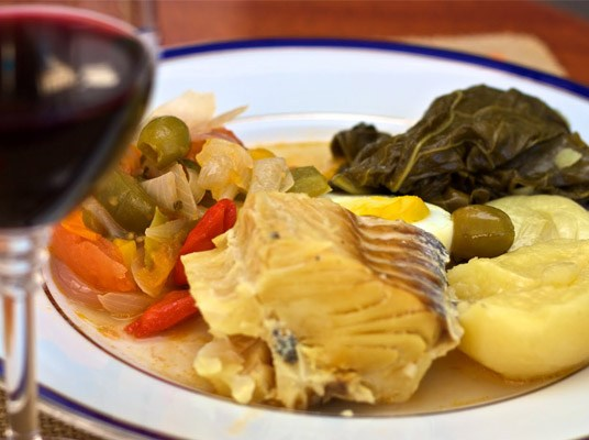 Como harmonizamos bacalhau e vinhos