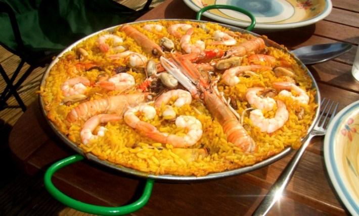 A típica e multifacetada Paella Espanhola 7