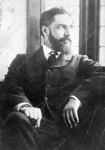 Sir William Matthew Flinders Petrie (1853-1942), archeologo inglese e egittologista, comunemnete noto come Flinders Petrie.