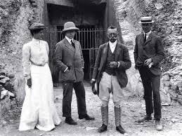 Theodore Monroe Davis (terzo da sinistra)