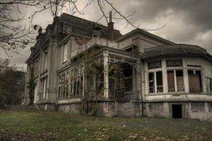 Le visioni di Laura 6 - La casa scomparsa nel bosco di Gordiano Lupi