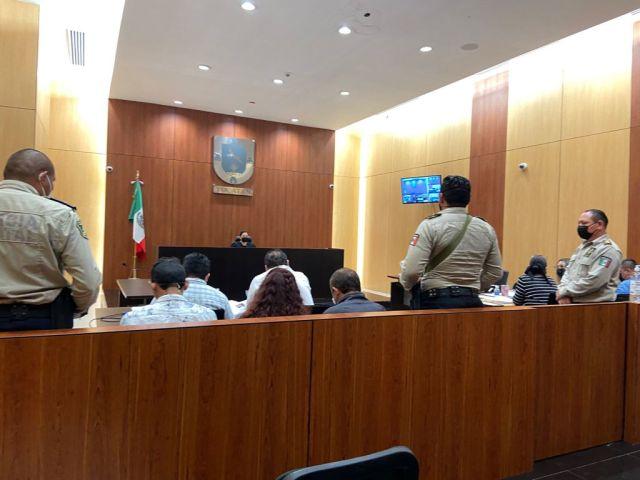 Vinculados a proceso penal por los delitos de feminicidio y homicidio calificado contra servidor público