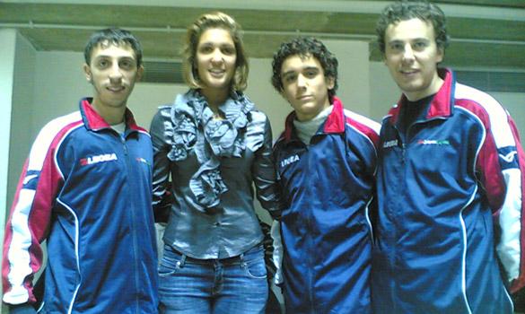 La Errigo con gli atleti del Club Scherma Cosenza