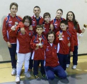 Foto di gruppo con gli atleti del Club Scherma Cosenza