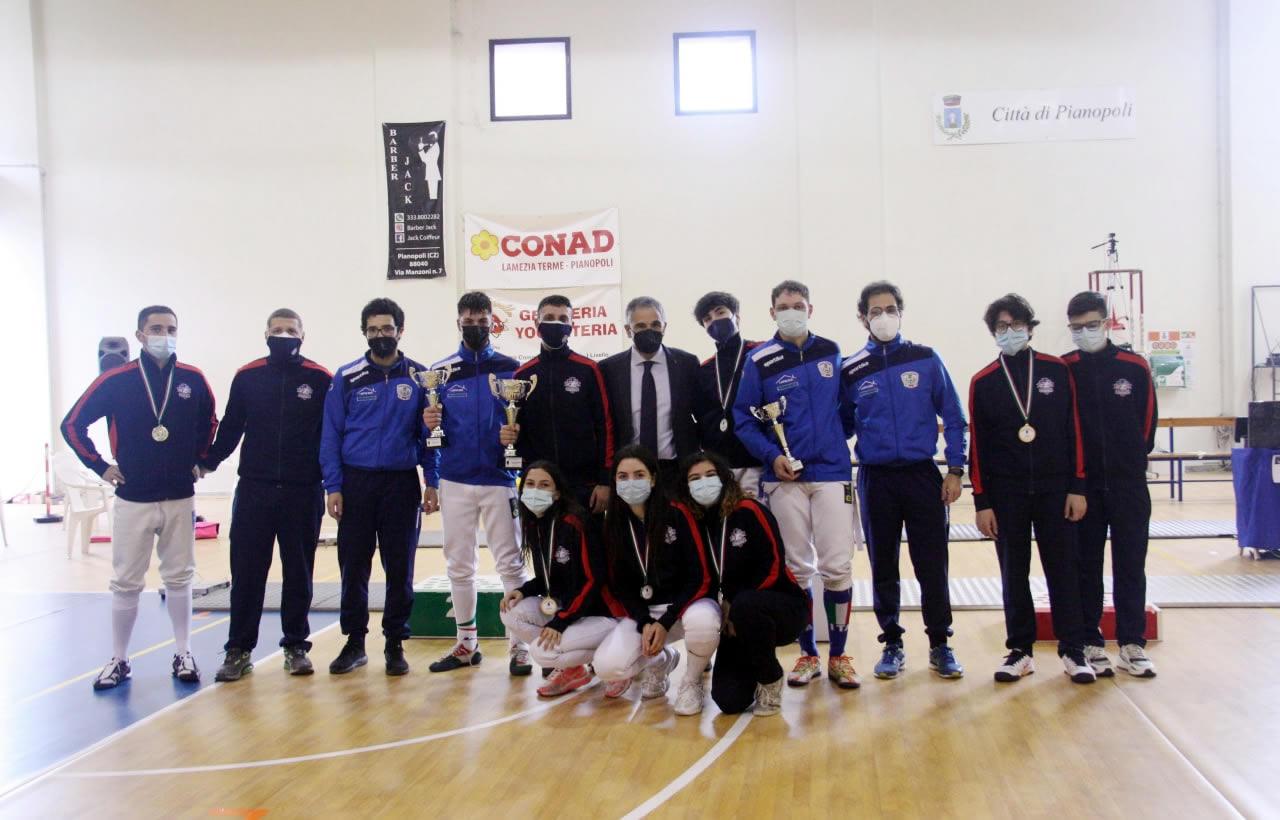 Prova di qualificazione Cadetti e Giovani: le delegazioni di Club Scherma Cosenza e di Platania Scherma