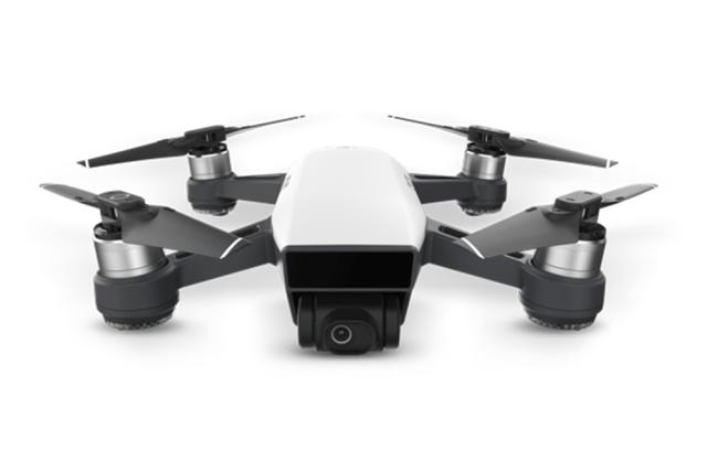 Noua drona DJI Spark are o greutate mai mica de 500g, asadar este ideala daca vrei sa nu iti bati capul cu obtinerea certificatului de inregistrare...