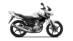2014-Yamaha-YBR125-EU-Competition-White-Studio-002