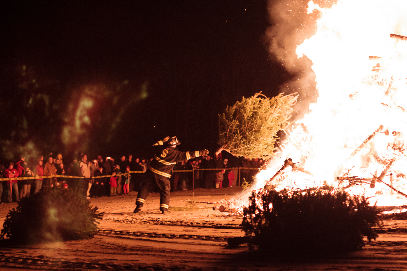 Salem Christmas Tree Bonfire Christina Minniti Photography