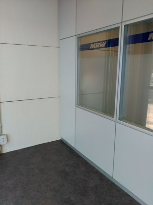 instalacion-de-suelo-de-vinilo-en-oficina-cm%c2%b2-2