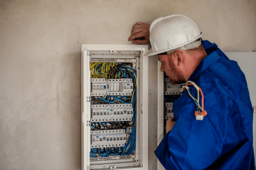 Why a Professional Lighting Contractor Should Always Help With Electrical Repairs