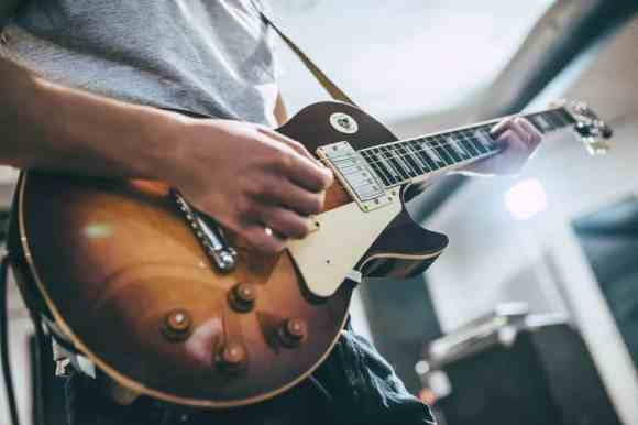 15 Websites To Learn Electric Guitar Lessons Online (Free ...