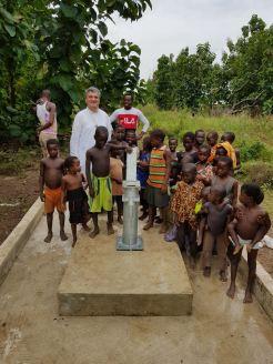 Još su neka sela dobila pitku vodu. Postavljanje pumpe posljednji je korak u projektu. Od srca hvala svim našim donatorima!