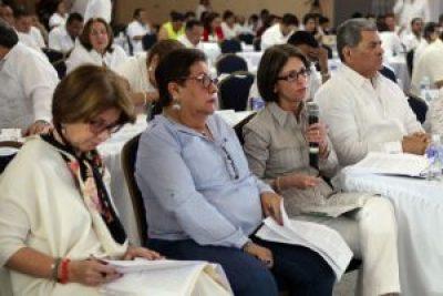 Licda. María L. Solano (AHIBA) Licda. Violeta Zuniga y Abg. Ethel Deras (CNBS)