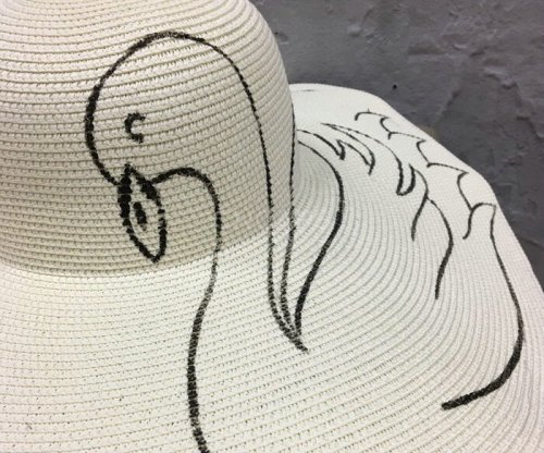 beach hat painting details