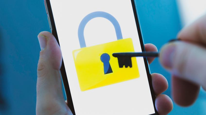 data-privacy-security-hackers-hacking-unlock-iphone-0991
