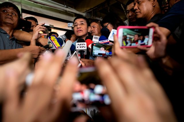 Philippine journalist Maria Ressa (C) gives a statement after posting bail at a regional trial court in Manila on February 14, 2019. - Ressa was freed on bail on February 14 following an arrest that sparked international censure and allegations she is being targeted over her news site's criticism of President Rodrigo Duterte.