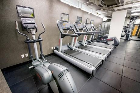 10beacon-fitness-9672-©2013-peter-vidor-hires