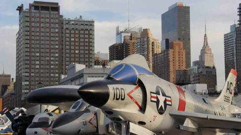 L'Empire State building vu depuis l'Intrepid Sea, Air & Space Museum. (Photo Laurence Bajeux)
