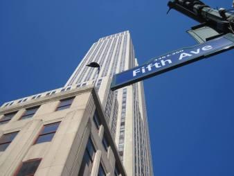 L'Empire State building vu depuis la Fifth Avenue.