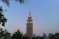 Vue sur l'Empire State building depuis le rooftop bar 230 Fifth.